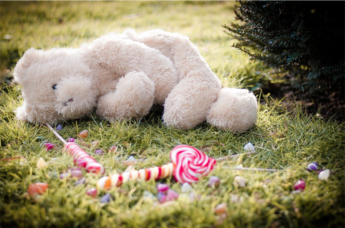 enfants peluches bonbons Photographe grenoble Isere Marie-Cat Photographies