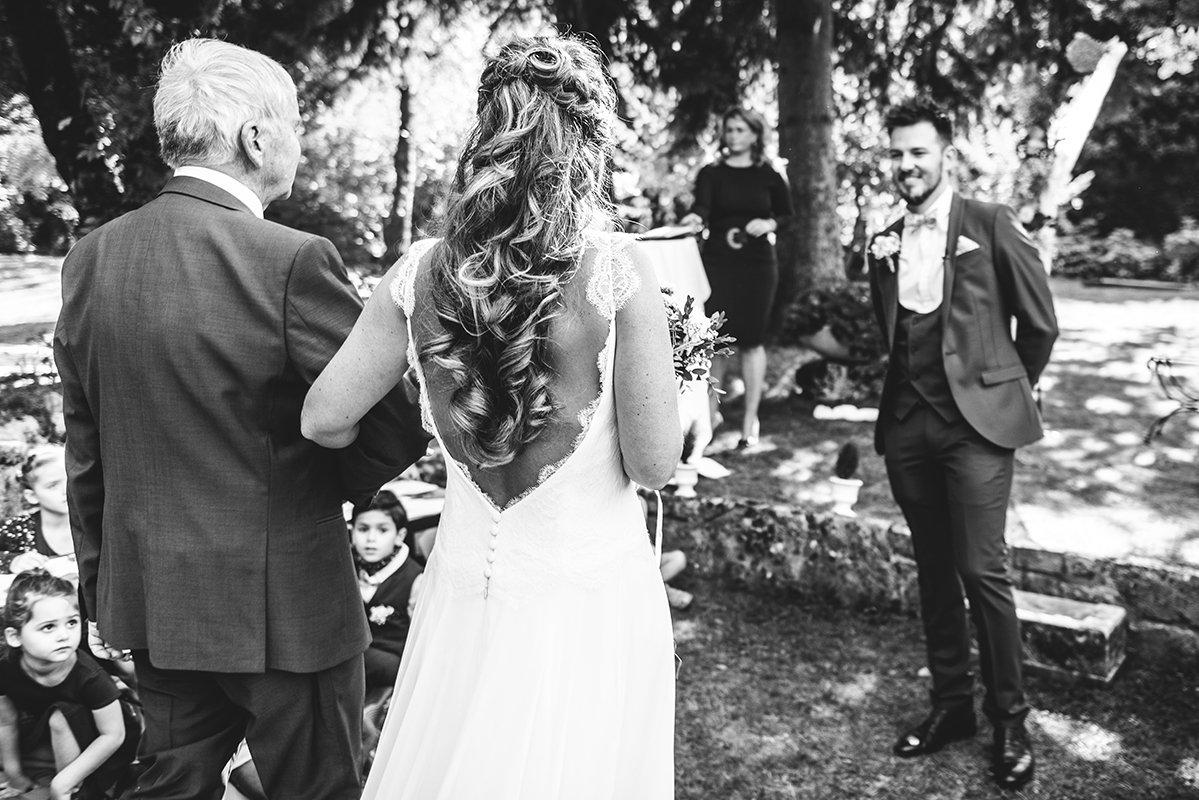 entrée cérémonie laique Photographe mariage grenoble Isere Marie-Cat