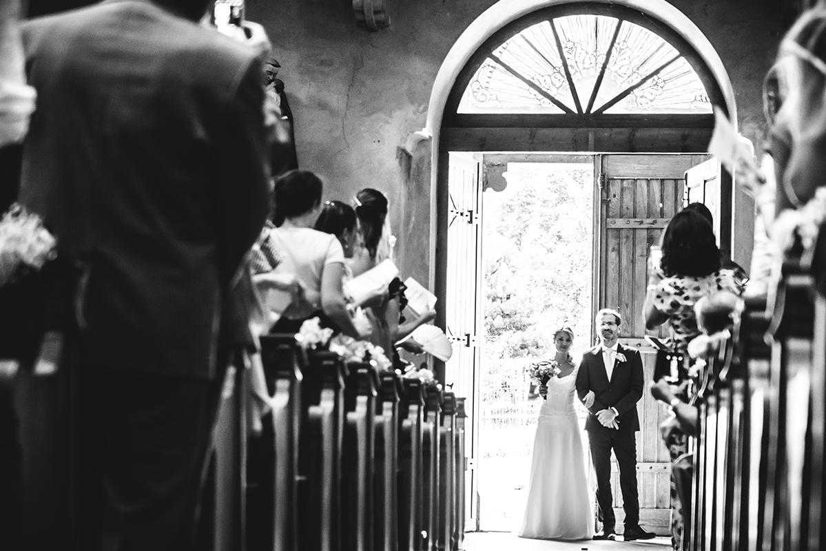 entrée église Photographe mariage grenoble Isere Marie-Cat