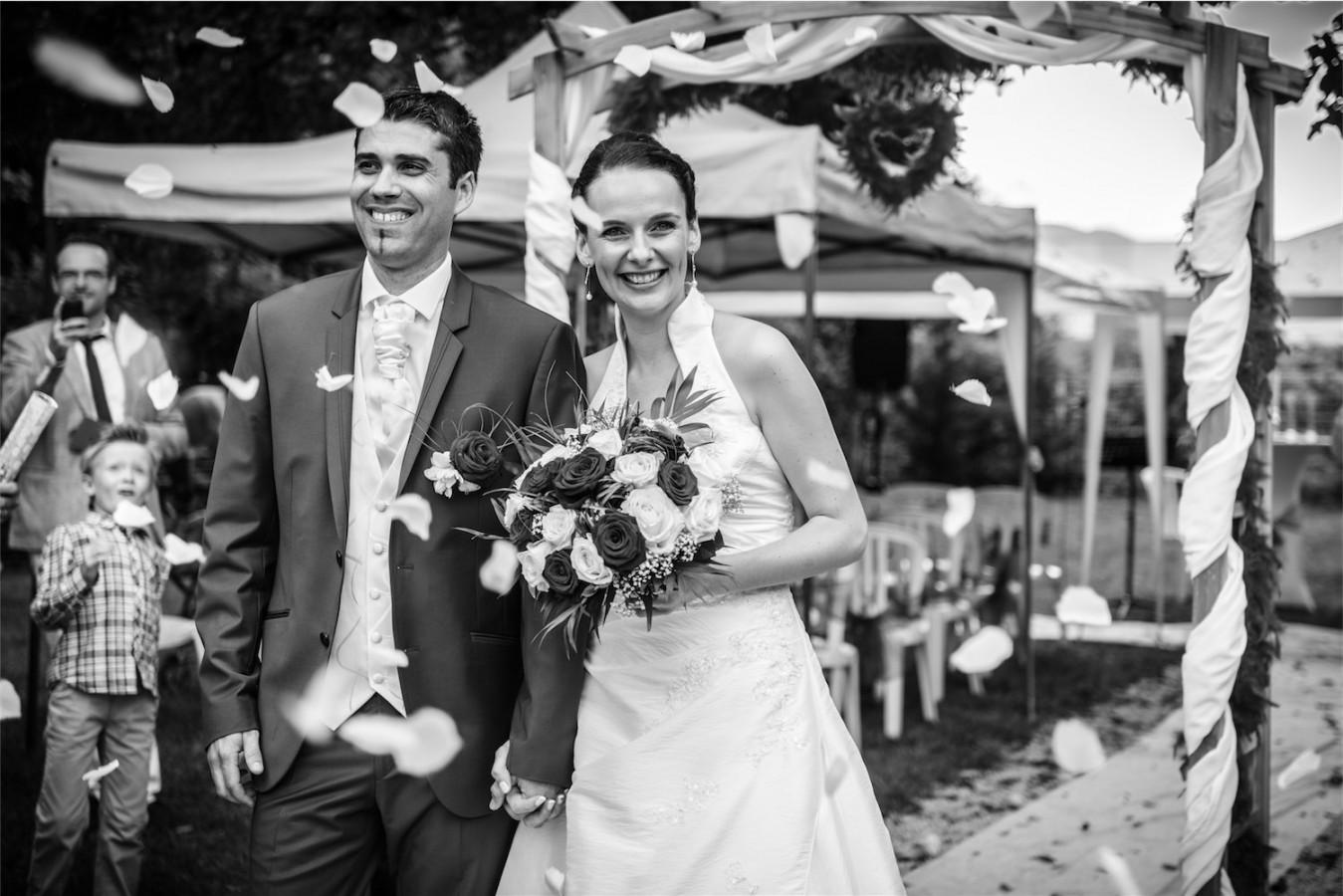 Sortie des mariés Photographe mariage grenoble Isere Marie-Cat