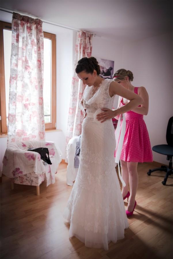 Préparatifs habillage Photographe mariage grenoble Isere Marie-Cat