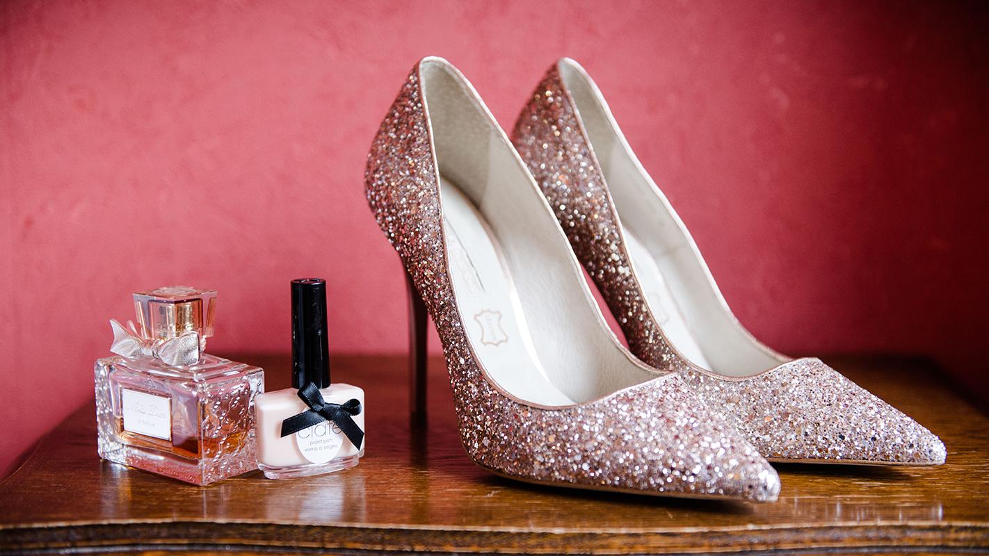 préparatifs chaussure de la mariée Photographe mariage grenoble Isere Marie-Cat